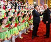 שי ג'ינפינג, נשיא סין, מבצר את מעמדו על חשבון זכויות הנשים במדינה<br/><span class='secondary-title' style='color:#a1a1a1;font-size:14px;font-weight:normal;'>שינוי החוקה הסינית השבוע, שמאפשר שלטון יחיד בלתי מוגבל של הנשיא שי ג'ינפינג, הולך יד ביד עם תעמולה שמרנית נגד נשים ורדיפה של פעילות פמיניסטיות. זוהי דוגמה נוספת לבקלאש נגד התחזקות פמיניסטית ברחבי העולם</span>