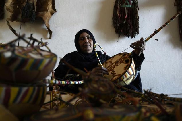 אשת העולם הגדול: מסורת מוזיקה נשית קמה לתחייה באלג'יריה