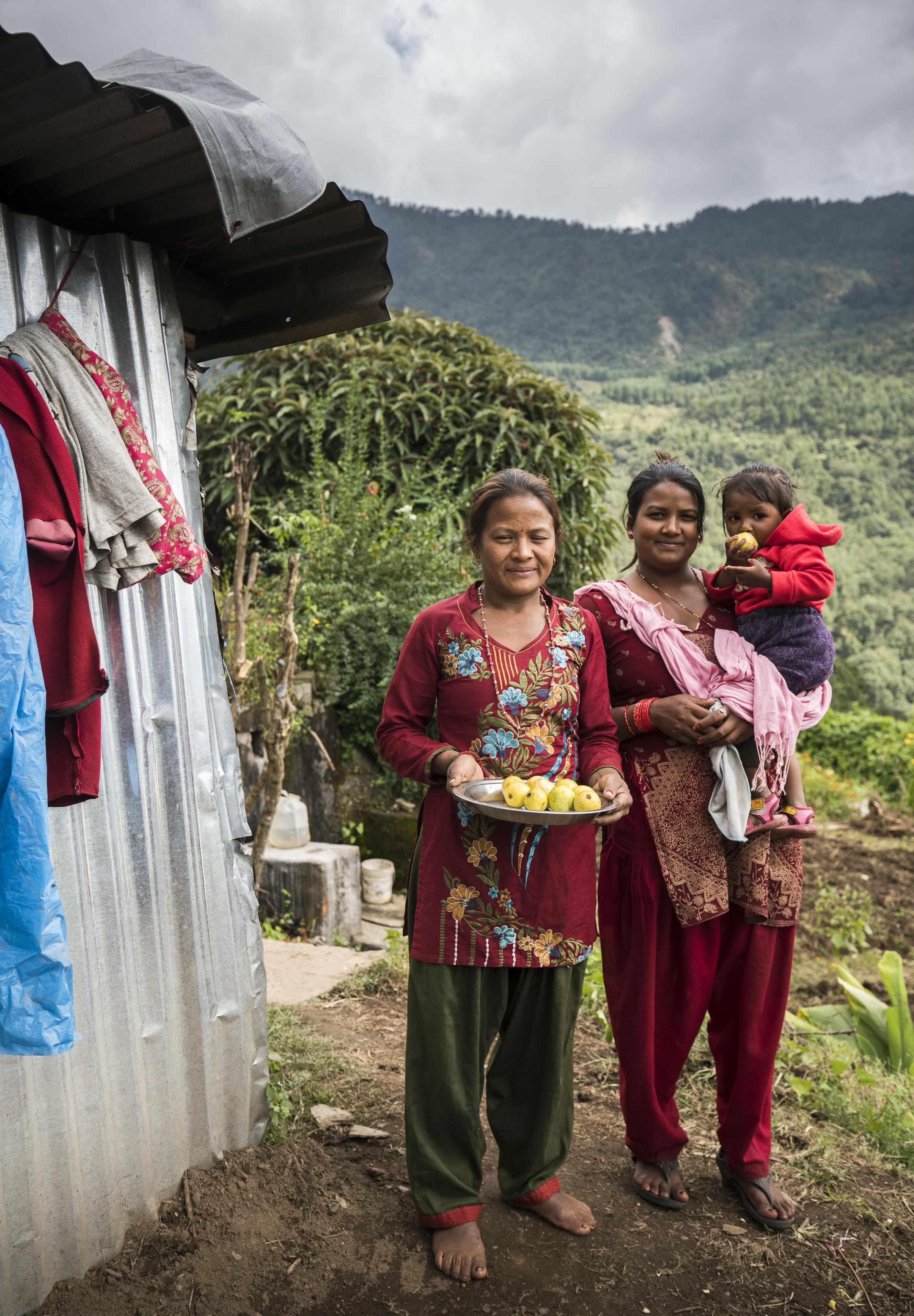 אשת העולם הגדול: בונות מתוך ההריסות בנפאל