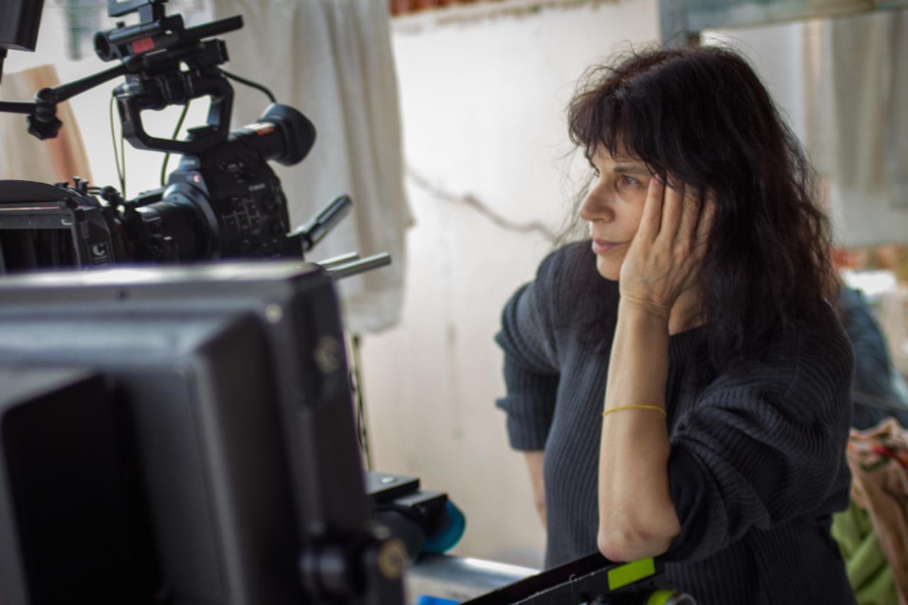 """""""מקווה שאני בפריים"""": ראיון עם הבמאית נטעלי בראון"""