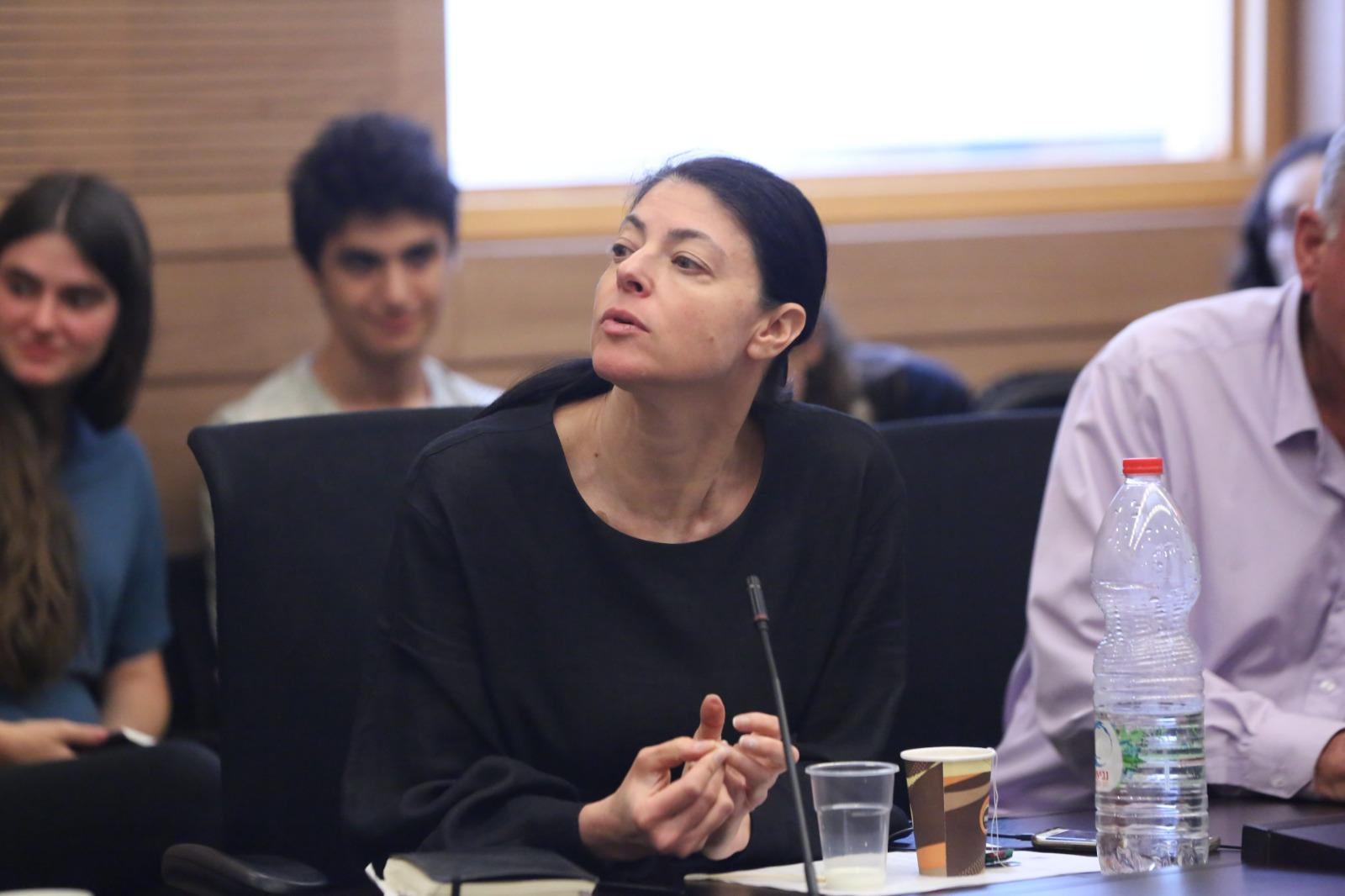 הומלסית פוליטית: הצצה דמיונית לראשה של אורלי לוי