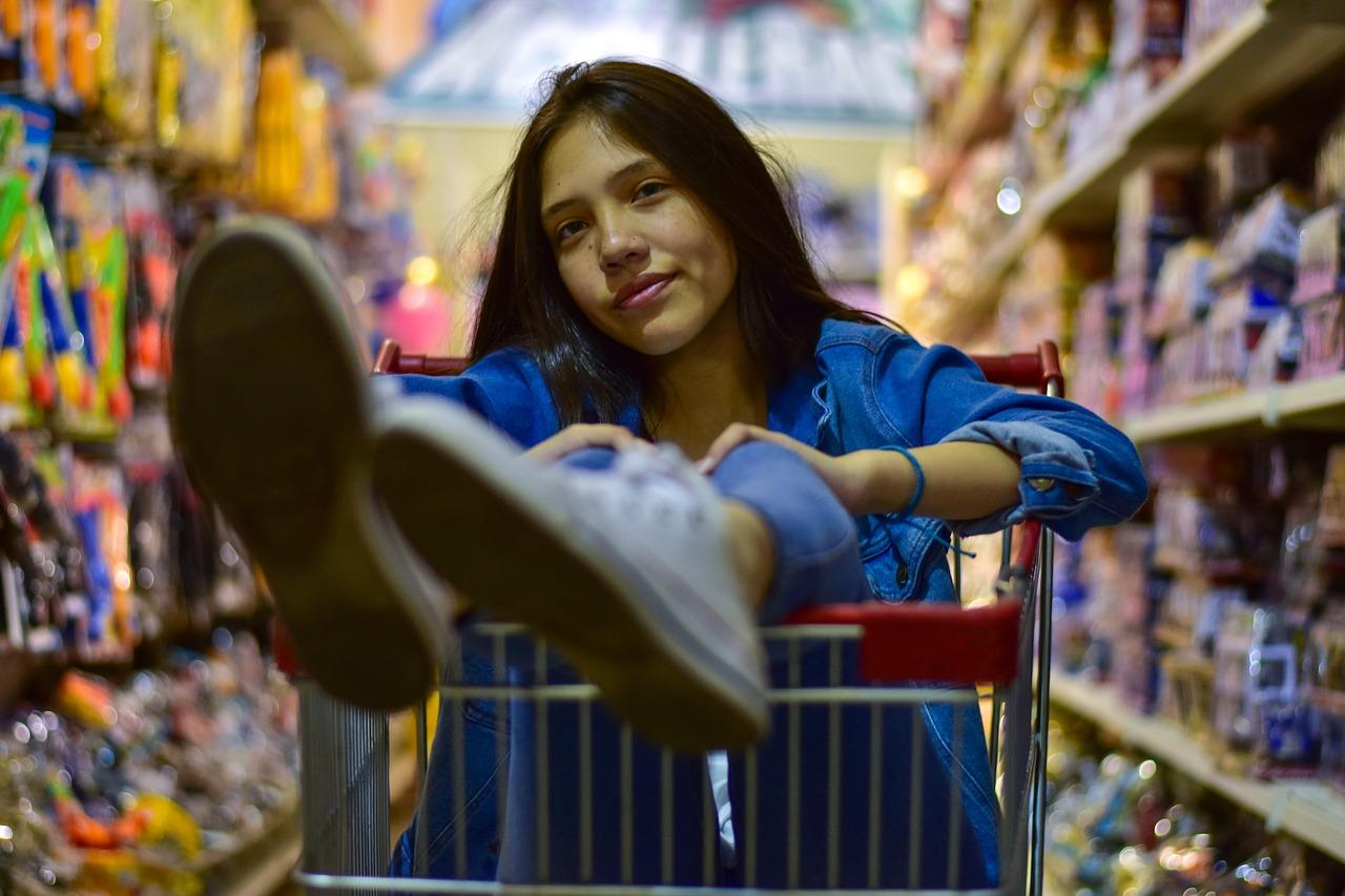 קופאית בסופרמרקט שיכולה לעצור הטרדות מיניות