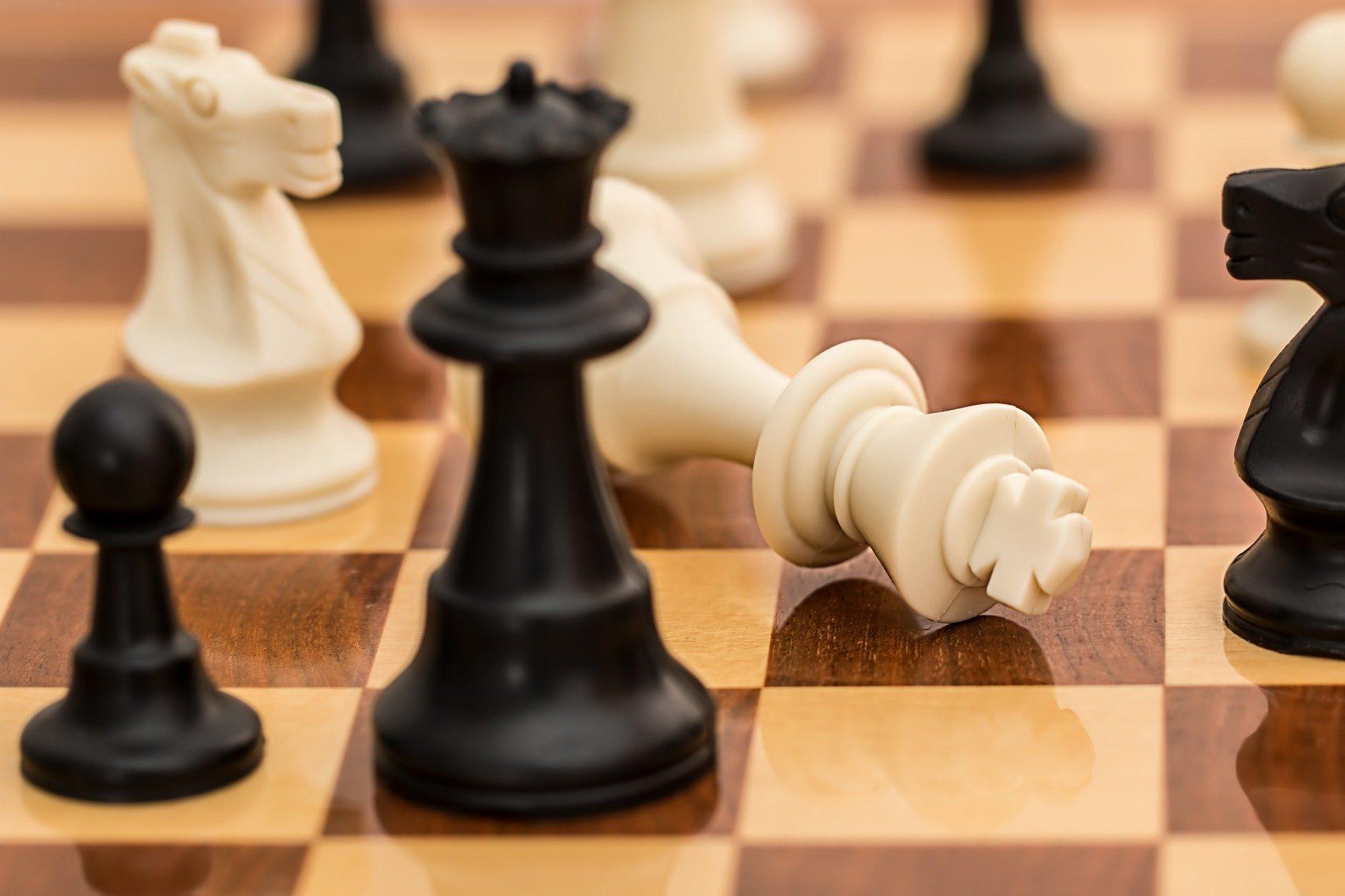 נשים מנהיגות מיוצגות בידי מלכה מנצחת בשחמט
