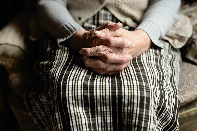 """""""סבתא לא ידעה קרוא וכתוב"""": בורות של נשים יהודיות כ""""צו אלוהי"""""""