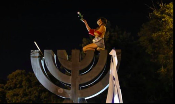 בימים ההם בזמן הזה: חשיפת שדיים ומרד נשי במסורת היהודית