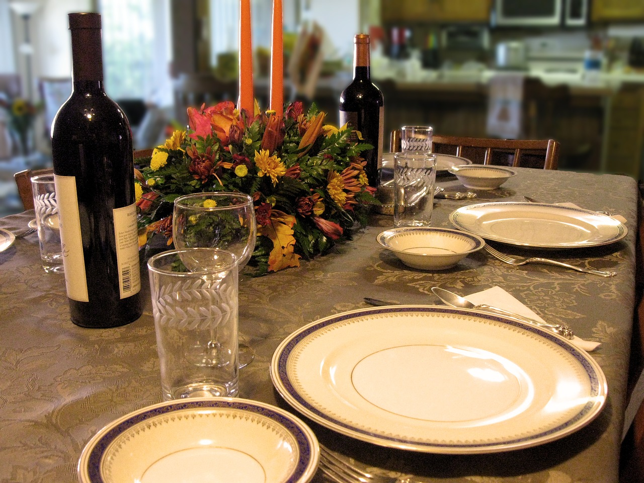 גבר מתעלל גם בארוחות משפחתיות