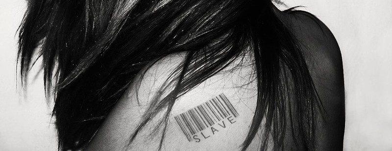 סחר בנשים: נשים עם ברקוד על הגב
