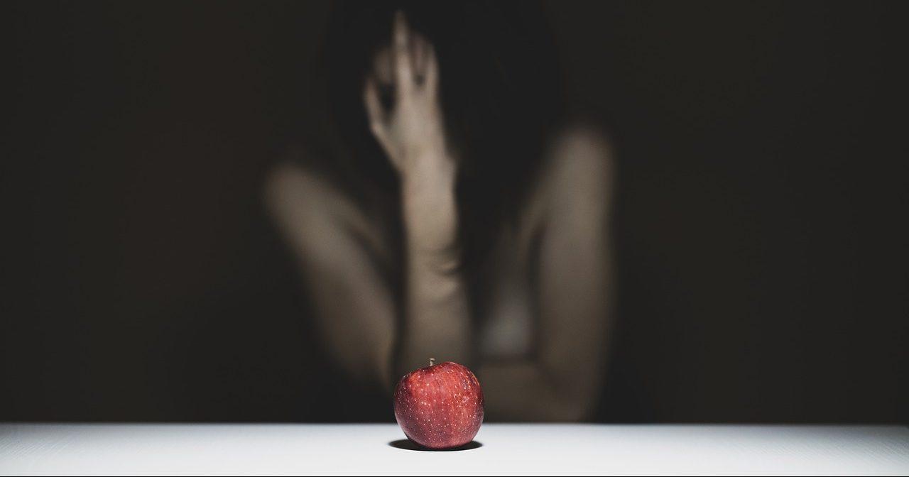 תפוח גן עדן שממסמן את השיר של שושנה קירש דיין