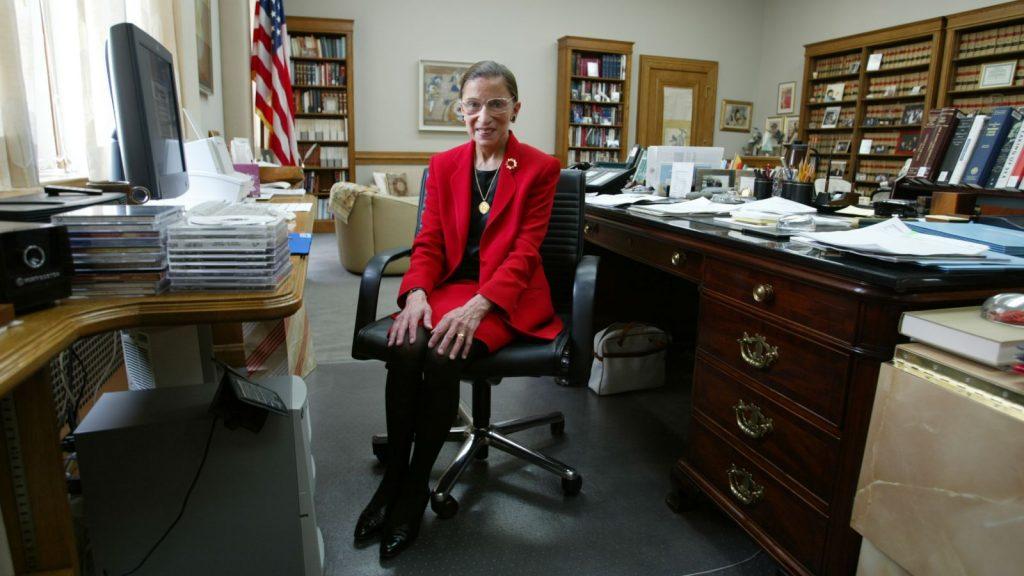 גינסבורג במשרדה, 2002 | Getty Images