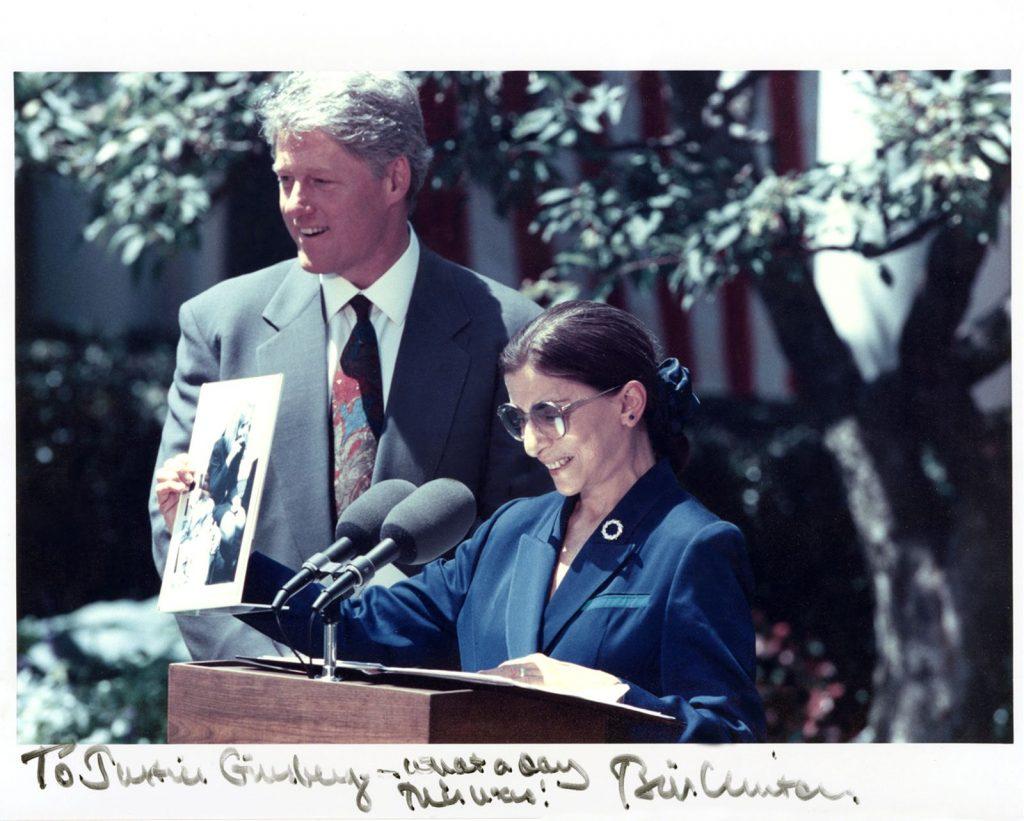 הנשיא קלינטון והשופטת ביידר-גינסבורג בטקס ההשבעה