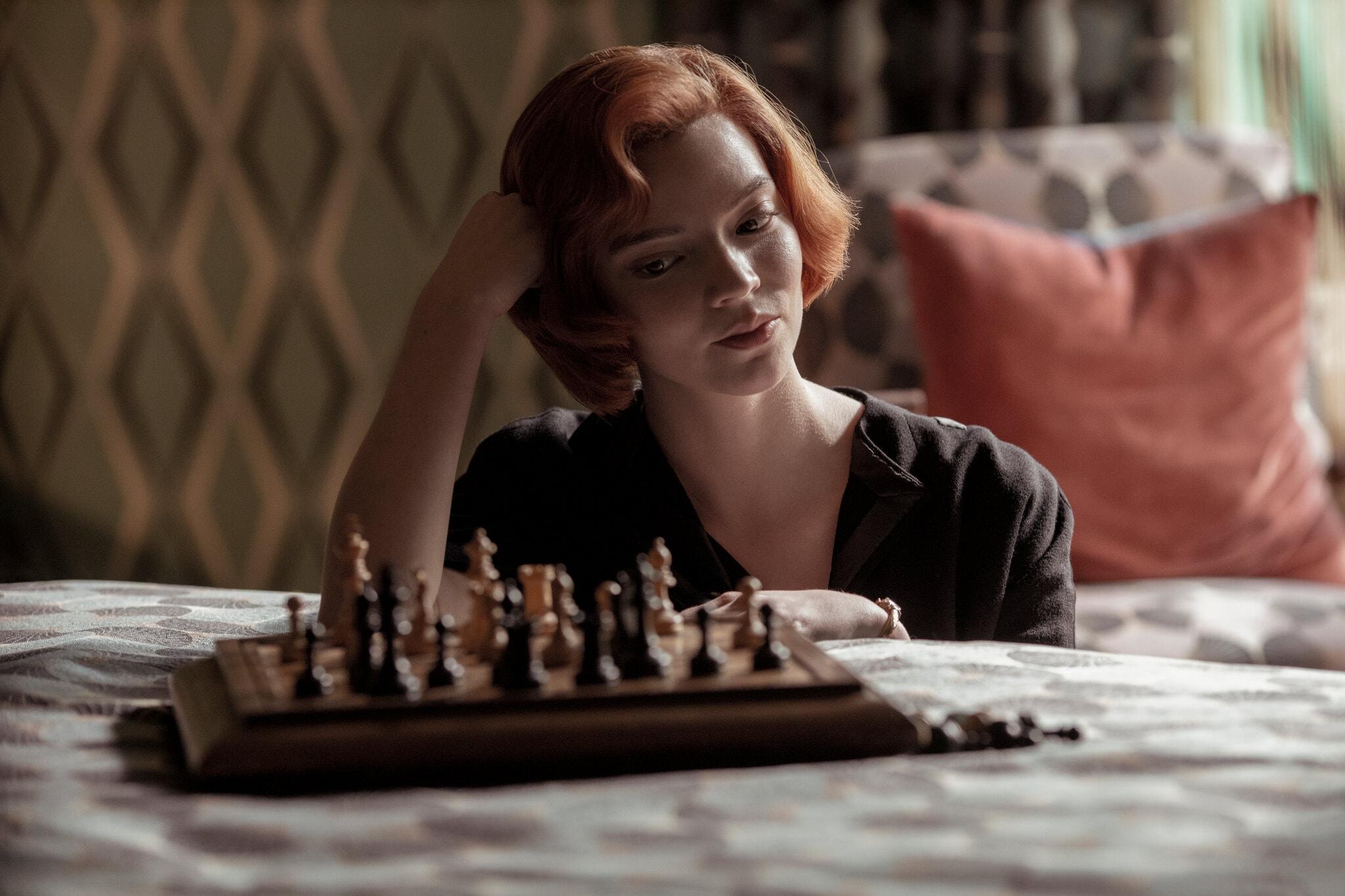 """האם """"גמביט המלכה"""" בנטפליקס היא אכן סדרה פמיניסטית?"""