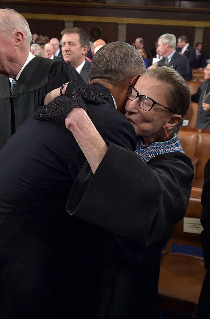השופטת ביידר גינסבורג עם הנשיא ברק אובמה, 2015 | Getty Images