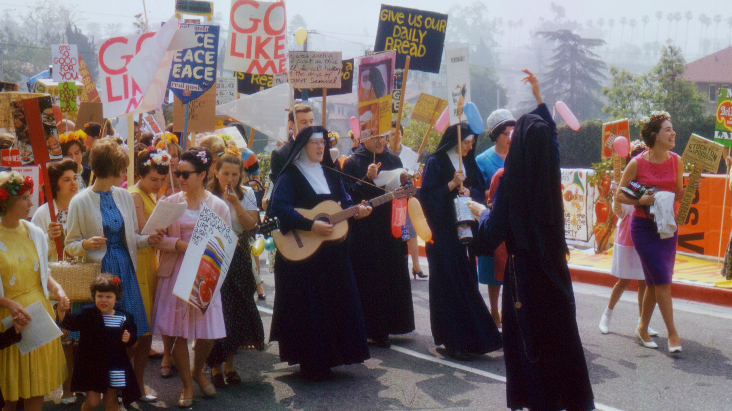 """הסרט """"המורדות"""" בדוקאביב: על הנזירות שצעדו עם ילדי הפרחים"""