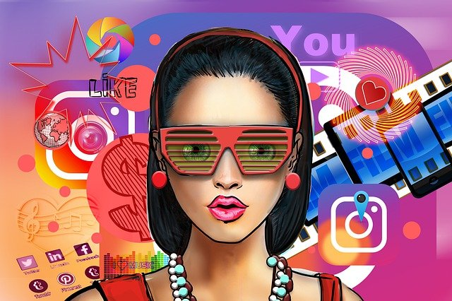 לחנך את האלגוריתם: אישה עם רקע של רשתות חברתיות